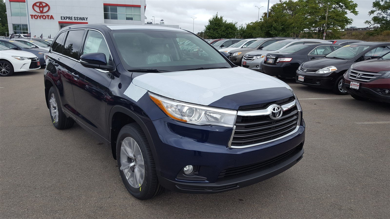 new 2016 toyota highlander le plus sport utility in boston 16907 expressway toyota. Black Bedroom Furniture Sets. Home Design Ideas